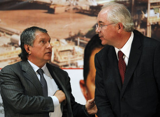 Russia's state-owned oil producer Rosneft President Sechin talks to Venezuela's Energy Minister Ramirez in Caracas