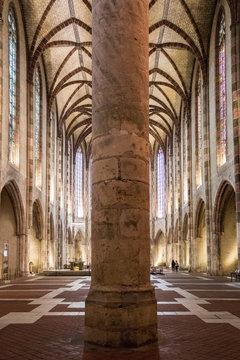 Couvent des Jacobins, Superbe édifice dominicain, célèbre pour ses voûtes gothiques, abritant la tombe de saint Thomas d'Aquin.