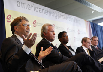 Microsoft Chairman Gates and executives attend news conference about U.S. energy innovation in Washington