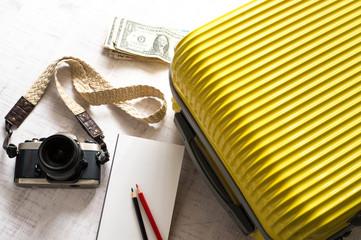 スーツケース カメラ 旅行イメージ