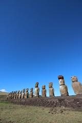 イースター島のモアイ象と青空