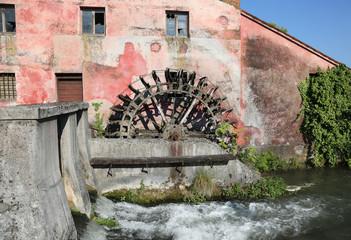Fotorolgordijn Molens wheel of an ancient water mill