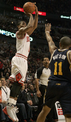Bulls Rose shoots over Jazz Watson during their game in Chicago