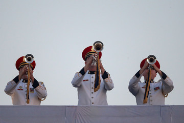 Trumpeters  play the Star Spangled Banner during the opening ceremony of the Invictus Games in Orlando Florid