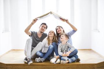 Familie träumt vom Haus