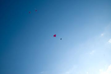 Himmel mit Luftballon in herzform