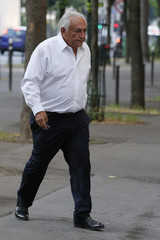 Former IMF head Dominique Strauss-Kahn holds keys as he walks towards his apartment in Paris