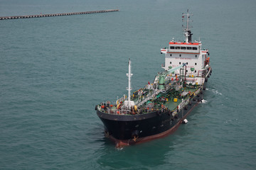 Fuel supplier navigating in port