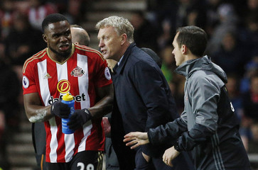 Sunderland's Victor Anichebe with manager David Moyes