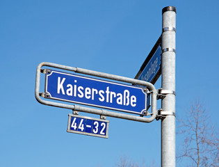 Straßennamensschild in Frankf. am Main Kaiserstraße