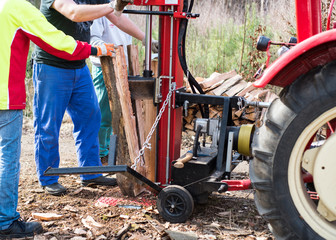 Hydraulic wood splitter at tractor
