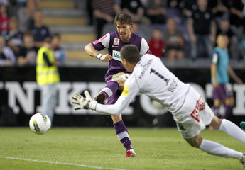 Austria Wien's Linz scores past Kapfenberg's goalkeeper Wolf during their Austrian league soccer match