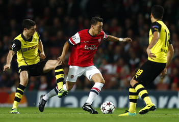 Arsenal's Mesut Ozil (C) is challenged by Borussia Dortmund's Mkhitaryan and Sahin during their Champions League soccer match in London