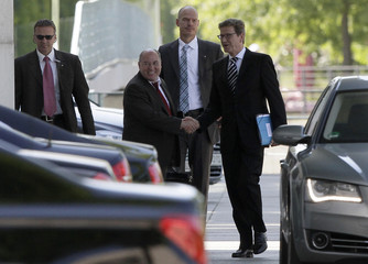 Gysi and Westerwelle arrive at Chancellery for talks in Berlin