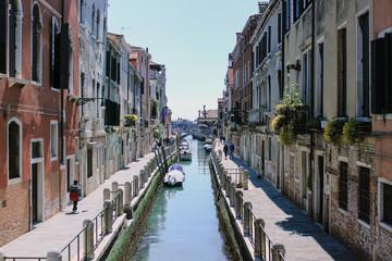Canale veneziano di giorno 2