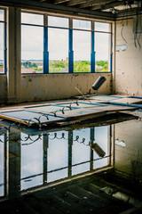 Dans l'usine abandonnée