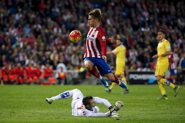 Atletico Madrid's Griezmann fails to score past Sporting Gijon's goalkeeper Cuellar during their Spanish first division soccer match at Vicente Calderon stadium in Madrid