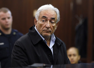 IMF chief Dominique Strauss-Kahn appears in Manhattan Criminal Court during his arraignment in New York