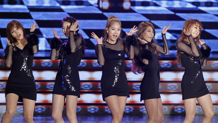 Members of K-Pop idol group Wonder Girls perform during the Korean Pop Culture and Art Awards at the Olympic Hall in Seoul