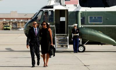 Obamas depart New York