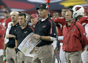 Arizona Cardinals head coach Whisenhunt watches his team's play against Green Bay Packers  during their NFL playoff game in Glendale