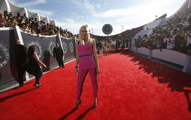 Singer Gwen Stefani arrives at the 2014 MTV Music Video Awards in Inglewood