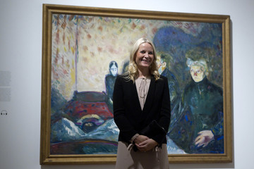 """Norway's Crown Princess Mette-Marit poses with the painting """"Death Struggle, 1915"""" during her visit at the Schirn Kunsthalle Frankfurt gallery in Frankfurt"""