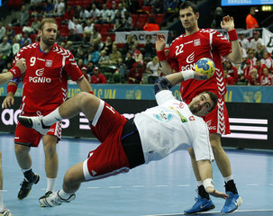 Slovakia's Petro tries to score between Poland's Siodmiak and Lijewski during their group D match at the Men's Handball World Championship in Gothenburg