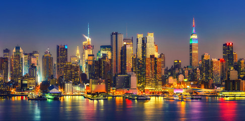 Fototapete - View on Manhattan at night, New York, USA