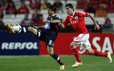 Braga's Mossoro fights for the ball with Benfica's Capdevila during their Portuguese Premier League soccer match in Lisbon