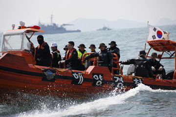 South Korean divers operate at the site where the capsized passenger ship Sewol sank in the sea off Jindo