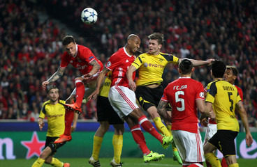 Borrusia Dortmund's Lukasz Piszczek in action with Benfica's Victor Lindelof and Luisao