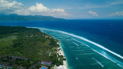 Big waves and the island of Gili Trawangan