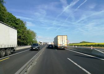 Zweispurige Baustelle auf der Autobahn