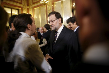Rajoy shakes hands with Iglesias in Madrid