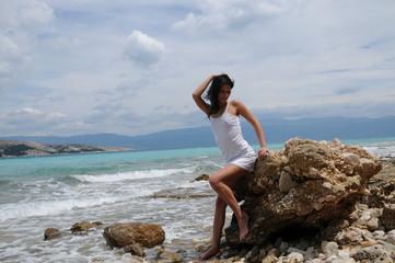 frau am Meer Sonnebadend