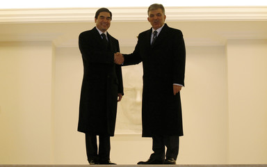 Turkmenistan's President Berdimuhamedov shakes hands with his Turkish counterpart Gul as he arrives at the Presidential Palace in Ankara