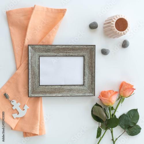 bilderrahmen aus holz rosen leinentuch anker als mock. Black Bedroom Furniture Sets. Home Design Ideas