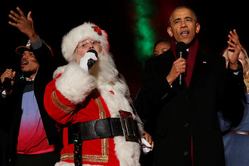 Obama sings Jingle Bells with Santa Claus and Chance at the National Christmas Tree lighting in Washington