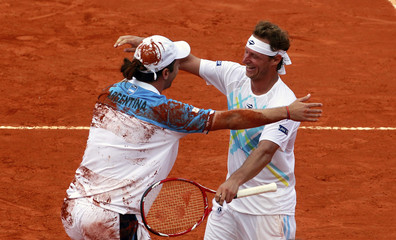Argentina's Nalbandian and Zeballos celebrate after winning Davis Cup tennis match against Germany's Kas and Kamke in Buenos Aires