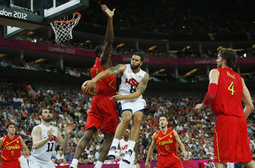 Williams of the U.S. makes a pass around Spain's Ibaka to teammate Love during their men's gold medal  basketball match at the North Greenwich Arena in London during the London 2012 Olympic Games