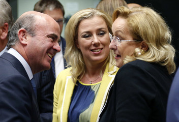 Spain's Economy Minister De Guindos talks to Finland's Finance Minister Urpilainen and Austria's Finance Minister Fekter during an European Union finance ministers meeting in Brussels