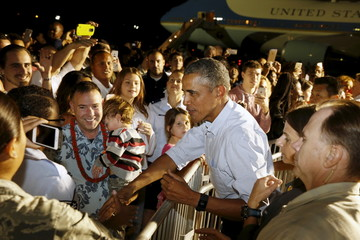 U.S. President Obama greets service members and their families before boarding Air Force One at Joint Base Pearl Harbor-Hickam in Honolulu, Hawaii