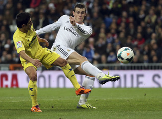 Real Madrid's Bale kicks the ball past Villarreal's Pereira during their Spanish first division soccer match in Madrid