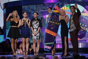 "The cast of ""Pretty Little Liars"" accept the award for choice TV show drama during the 2015 Teen Choice Awards in Los Angeles"