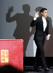 """Cast member Peng waves during news conference to promote his movie """"A Wedding Invitation"""", the closing film of the Chinese Film Festival, in Seoul"""