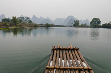 Keuken foto achterwand Guilin Bamboo rafting on the YuLong River