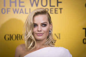 """Cast member Robbie arrives for the premier of the film adaptation of """"The Wolf of Wall Street"""" in New York"""