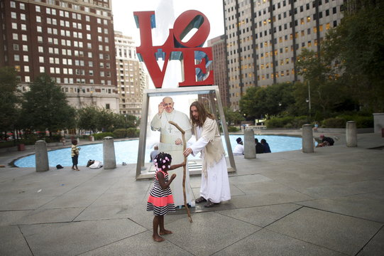 Wider Image: Philadelphia's Pop-Up Pope