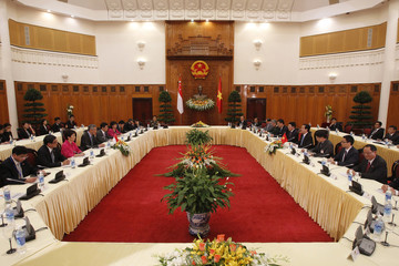 Singapore's PM Lee and his Vietnamese counterpart Dung talk at the Government Office in Hanoi
